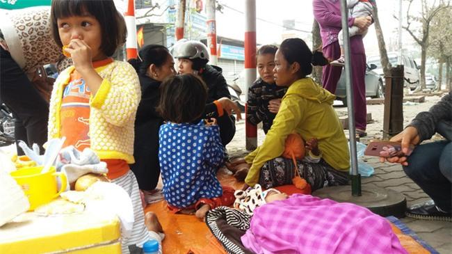 Lặng lòng chứng kiến cảnh người mẹ trẻ 8 đứa con nheo nhóc ra về Hà Nội kiếm sống - Ảnh 8.