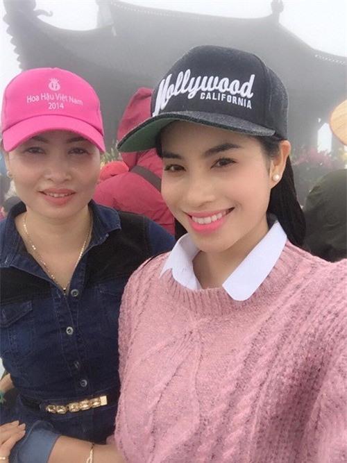 Mỗi lần xuất hiện, mẹ ruột Phạm Hương đều khiến công chúng chú ý - Ảnh 6.