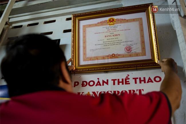 Về thăm ngôi nhà xuống cấp của gia đình thủ môn U23 Việt Nam: Mẹ ung thư, cha mất khả năng lao động - Ảnh 7.
