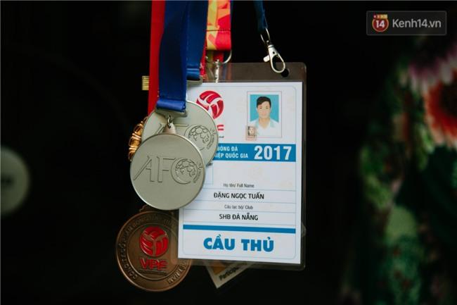 Về thăm ngôi nhà xuống cấp của gia đình thủ môn U23 Việt Nam: Mẹ ung thư, cha mất khả năng lao động - Ảnh 8.