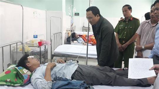 """vu xe khach lao xuong vuc sau 100 met o kon tum : """"rat nhieu nguoi gao khoc tham thiet"""" - 4"""