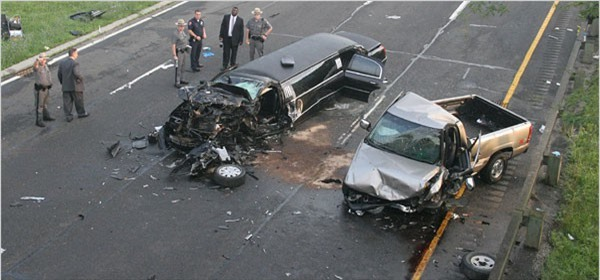 Tài xế say rượu đâm vào xe cưới, khi nhìn vào chiếc xe bẹp dúm, cảnh sát chứng kiến một cảnh tượng quá kinh hoàng - Ảnh 3.