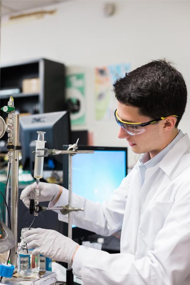 Soái ca nước nhà người ta: 18 tuổi tốt nghiệp xuất sắc ĐH Yale - Mỹ, sở hữu 20 bằng sáng chế công nghệ - Ảnh 9.