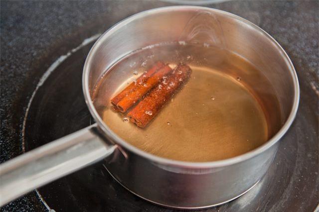 Để bếp không tanh mùi cá, trước khi chế biến hãy ngâm cá với hỗn hợp này - Ảnh 2.