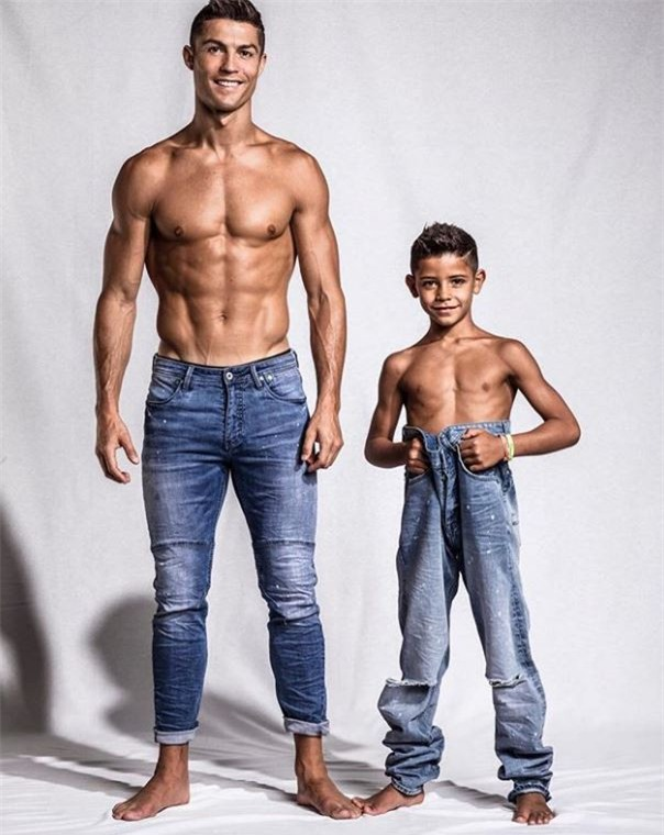 Không chỉ hưởng gen đá bóng từ bố, con trai Ronaldo còn cực sành thời trang - Ảnh 1.