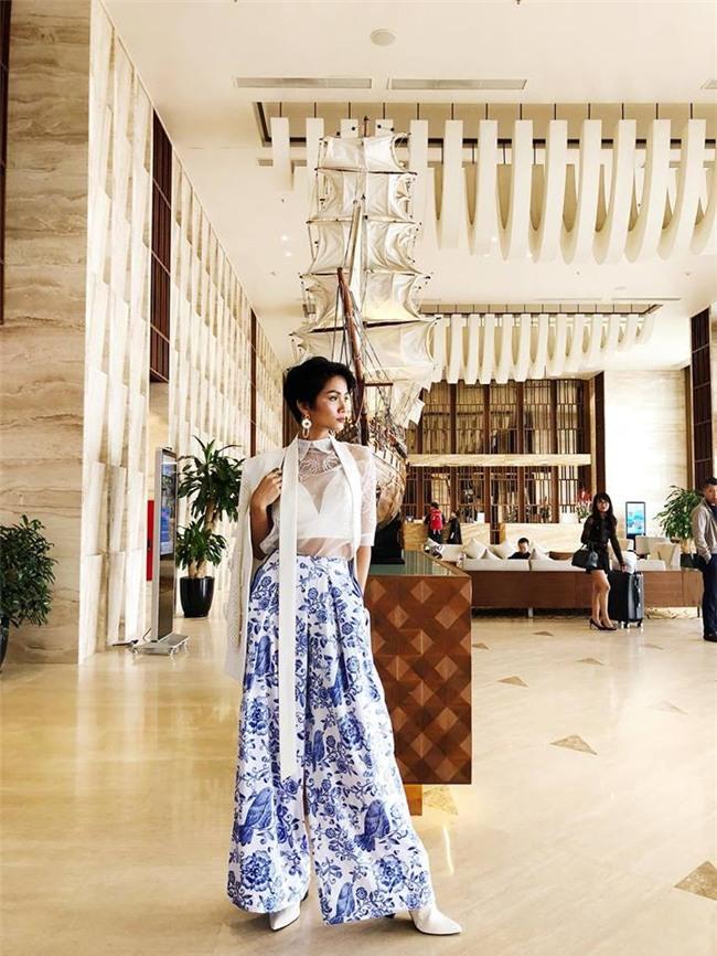Trở thành Hoa hậu Hoàn vũ Việt Nam nhưng HHen Niê vẫn giản dị đến mức đi giày tróc da - Ảnh 1.