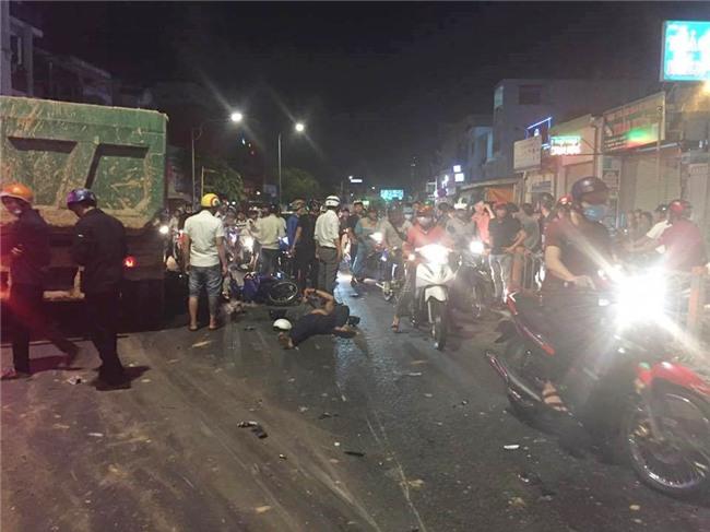 Xe ben mất lái gây tai nạn kinh hoàng ở Sài Gòn, ít nhất 3 xe máy bị cuốn vào gầm, nhiều người thương vong - Ảnh 12.