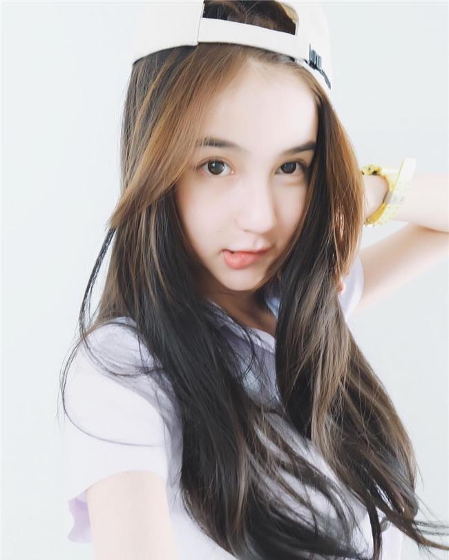 Hương Giang Idol nhận được nhiều lời khen khi xuất hiện trong clip của đối thủ mạnh nhất của cô-11