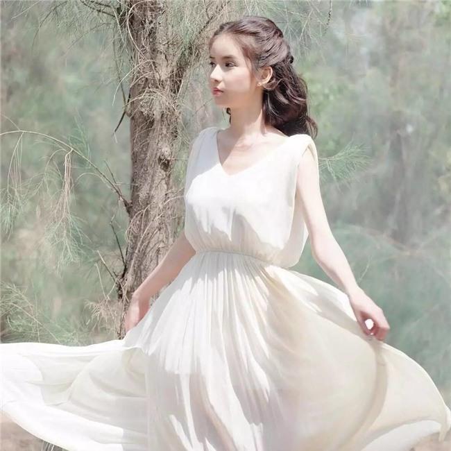 Hương Giang Idol nhận được nhiều lời khen khi xuất hiện trong clip của đối thủ mạnh nhất của cô-13