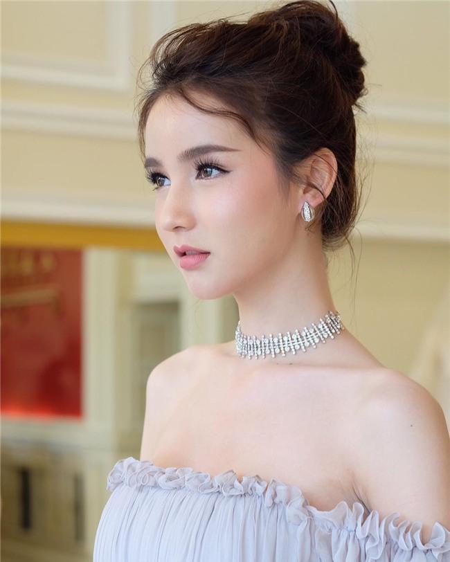 Hương Giang Idol nhận được nhiều lời khen khi xuất hiện trong clip của đối thủ mạnh nhất của cô-8