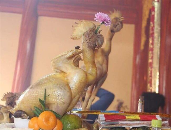 Chùm ảnh: Những con gà thần thái sang chảnh nhất trên mâm cỗ cúng rằm tháng Giêng hôm nay - Ảnh 2.