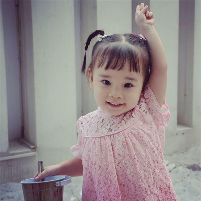 Chưa đầy 4 tuổi, cô bé này đã có thể sử dụng tiếng Anh như tiếng mẹ đẻ nhờ mẹ dạy song song từ khi tập nói - Ảnh 3.