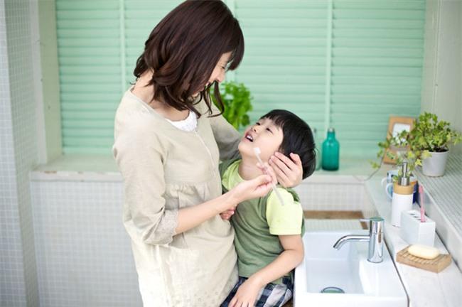 Để không còn phải thúc giục con đánh răng, hãy học ngay chiêu này - Ảnh 1.