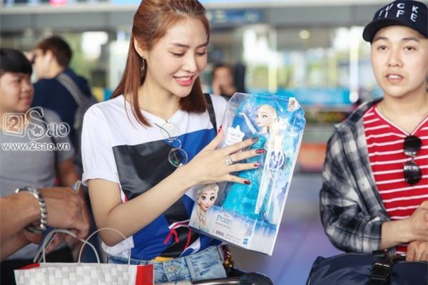 Từ Hàn trở về, Linh Chi mua búp bê tặng con gái của Lâm Vinh Hải-9