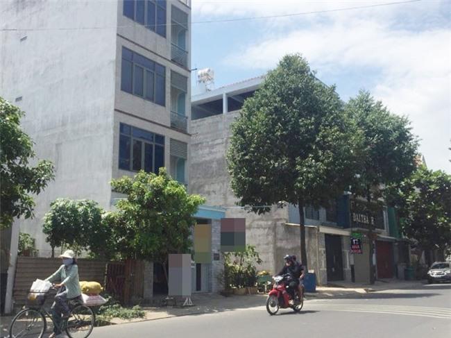 Nghi do mâu thuẫn tình cảm, đôi nam nữ thuê khách sạn để tự vẫn ở Sài Gòn - Ảnh 1.
