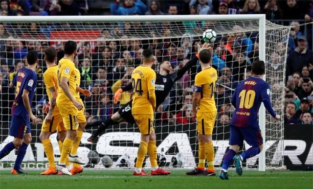 Cú sút phạt thành bàn tuyệt đẹp của Messi