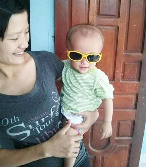 be trai mac nao ung thuy bi tra ve, long can dam giup me don than cuu song con trai - 1