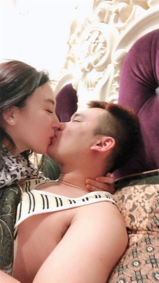Cả hai luôn ngọt ngào với nhau, ngay lúc say xỉn, Thanh Thảo cũng có thể hôn bạn trai rất say đắm. - Tin sao Viet - Tin tuc sao Viet - Scandal sao Viet - Tin tuc cua Sao - Tin cua Sao