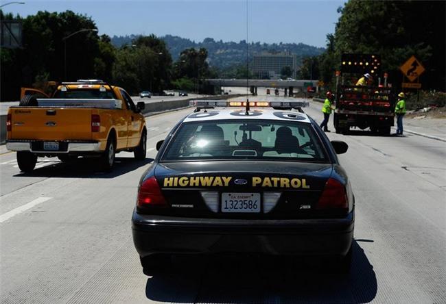 Xe nhân viên Apple và Google bị bắn vỡ kính, cảnh sát California sẽ dùng xe đóng giả để dụ kẻ tấn công - Ảnh 3.