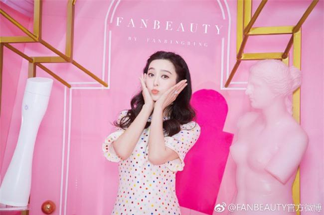 Hết làm beauty blogger, giờ Phạm Băng Băng đã chuyển luôn sang kinh doanh mỹ phẩm và kính mắt - Ảnh 2.
