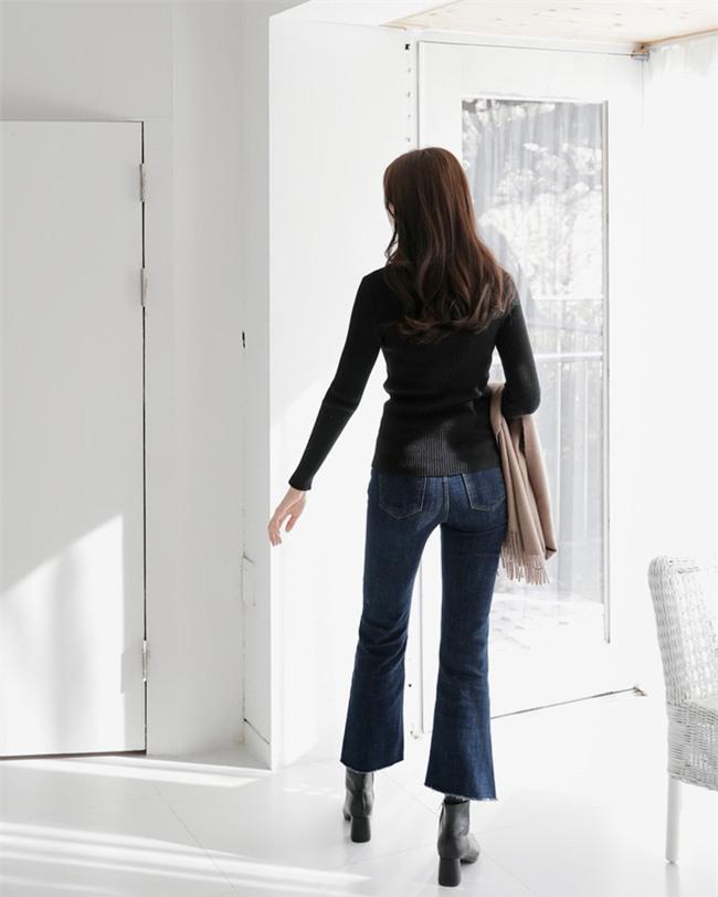 Không phải kiểu bó chít ống côn, xu hướng quần jeans 2018 thoải mái hơn với kiểu ống suông, ống vẩy - Ảnh 10.