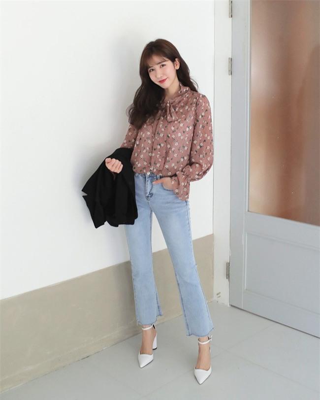 Không phải kiểu bó chít ống côn, xu hướng quần jeans 2018 thoải mái hơn với kiểu ống suông, ống vẩy - Ảnh 11.