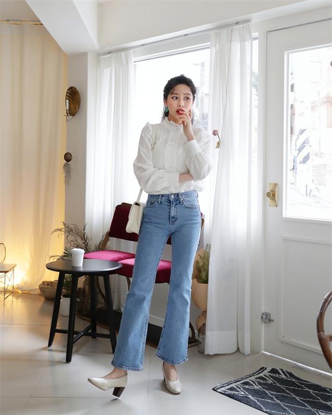 Không phải kiểu bó chít ống côn, xu hướng quần jeans 2018 thoải mái hơn với kiểu ống suông, ống vẩy - Ảnh 15.