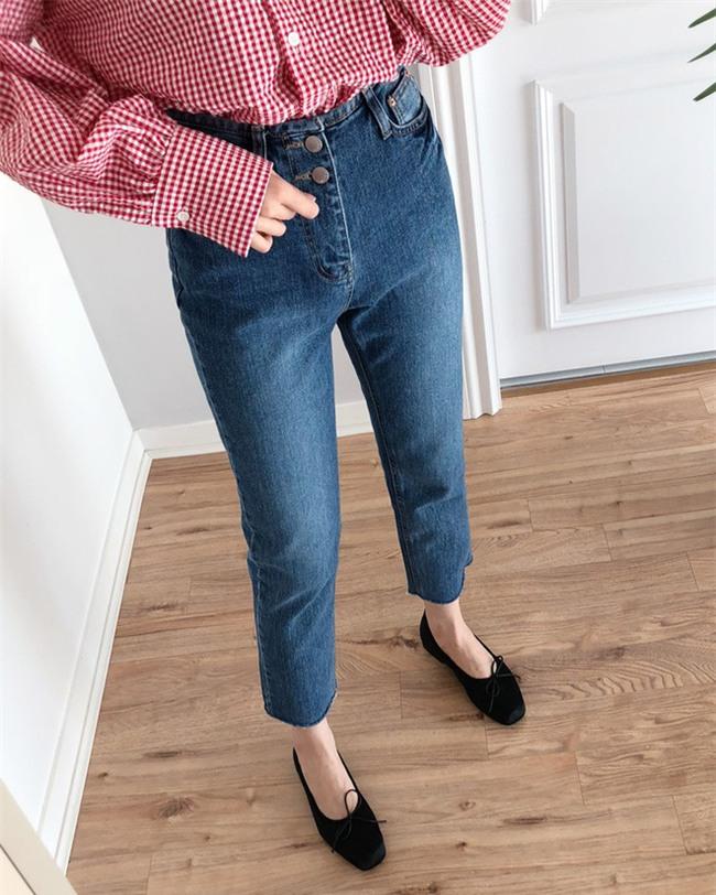 Không phải kiểu bó chít ống côn, xu hướng quần jeans 2018 thoải mái hơn với kiểu ống suông, ống vẩy - Ảnh 3.