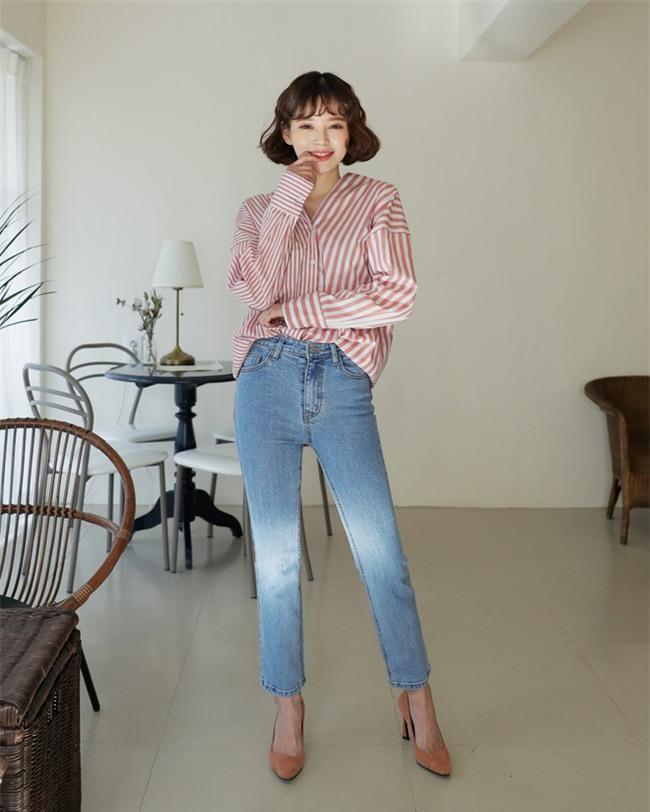 Không phải kiểu bó chít ống côn, xu hướng quần jeans 2018 thoải mái hơn với kiểu ống suông, ống vẩy - Ảnh 4.