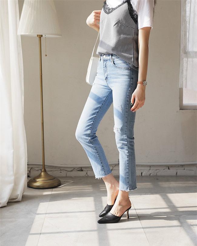 Không phải kiểu bó chít ống côn, xu hướng quần jeans 2018 thoải mái hơn với kiểu ống suông, ống vẩy - Ảnh 7.