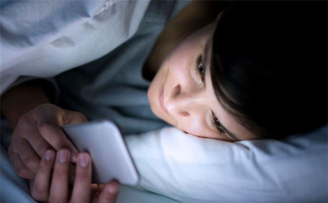 Chuyên gia Y tế vạch mặt sát thủ gây ung thư bạn vẫn tiếp xúc trước khi ngủ-1