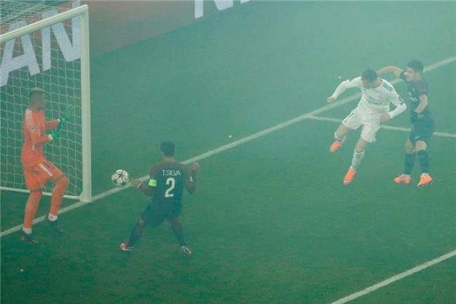 Ronaldo toa sang dua Real vao tu ket Champions League hinh anh 10