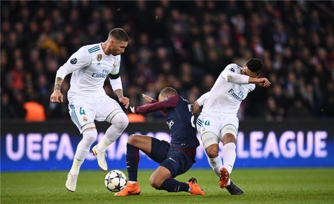 Ronaldo toa sang dua Real vao tu ket Champions League hinh anh 5