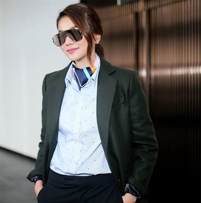Tìm kiếm gợi ý diện đồ công sở từ chính phong cách của các người đẹp Việt - Ảnh 16.