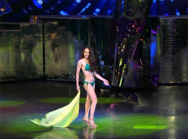 Hương Giang diện bikini, catwalk uyển chuyển đốt cháy sân khấu Hoa hậu Chuyển giới Quốc tế 2018-2