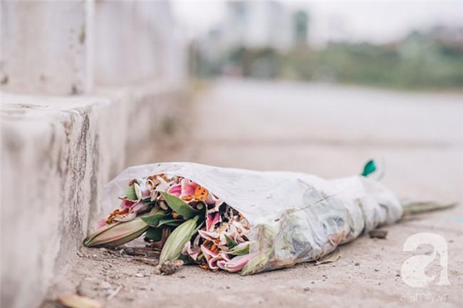 8/3 hoa ly làng Tây Tựu vẫn mất giá, người dân bình thản bảo nhau: Không sao đâu, mùa sau sẽ phất!