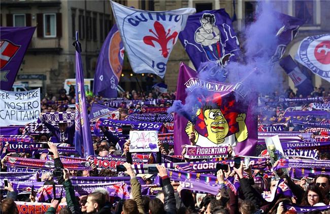 Hang nghin fan va cac sao Serie A tien dua cau thu xau so hinh anh 2