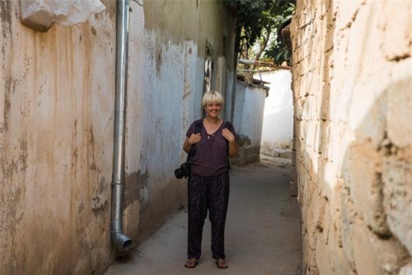 Mihaela Noroc đã đi đến 50 quốc gia khác nhau trên thế giới để chụp ảnh chân dung của phái đẹp ở mọi lứa tuổi khác nhau