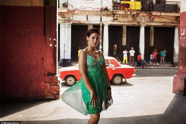 Một cô gái sống tại thủ đô Havana của Cuba