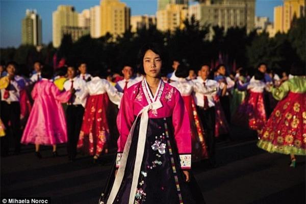 """Một cô gái người Triều Tiên mà Noroc chụp được trong chuyến đi đến """"quốc gia bí ẩn nhất thế giới"""""""