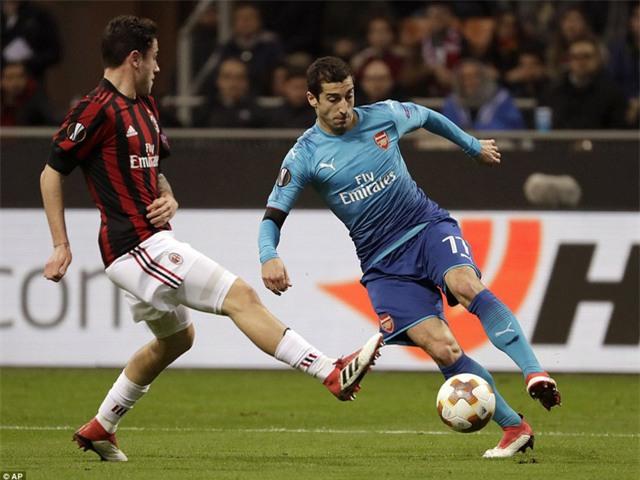 Mkhitaryan chơi đầy hiệu quả ở bên cánh, đây là tình huống anh dễ dàng vượt qua Davide Calabria