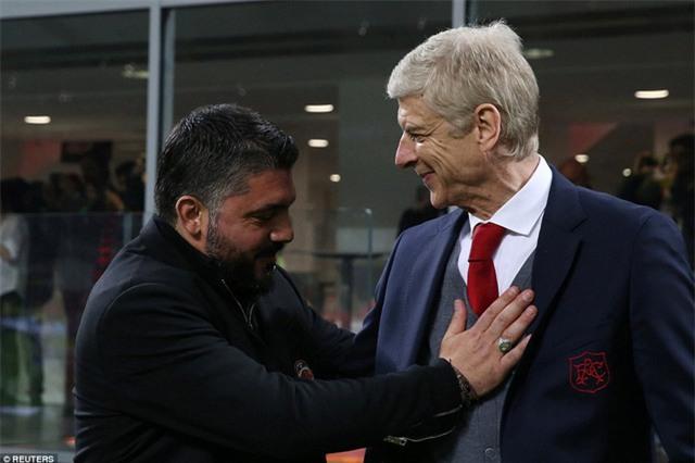 Sự thân mật của hai HLV Gattuso và Arsene Wenger trước trận đấu