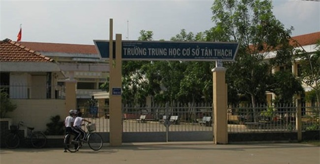 Tam dinh chi hoc tap nam sinh bop co co giao tai lop hinh anh 1