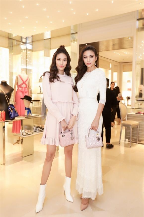 Cứ mỗi lần sánh đôi, Hồ Ngọc Hà - Kim Lý lại chiếm vị trí top sao mặc đẹp nhất tuần-6
