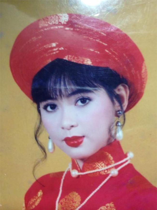 Dân mạng phát sốt với vẻ đẹp trong veo thời 25 tuổi của mẹ chồng Tăng Thanh Hà - Ảnh 1.