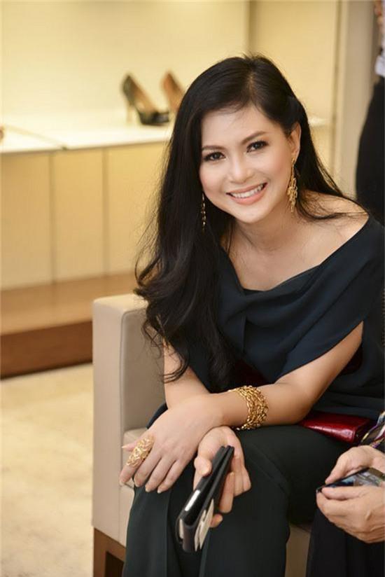 Dân mạng phát sốt với vẻ đẹp trong veo thời 25 tuổi của mẹ chồng Tăng Thanh Hà - Ảnh 4.