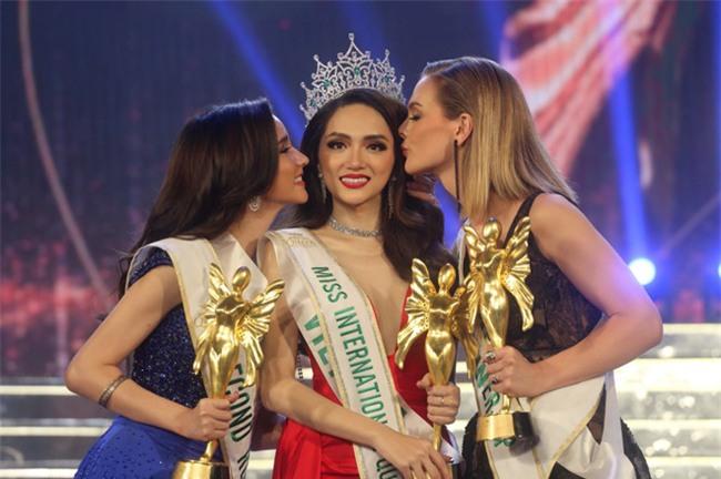 Huong Giang Idol dang quang Hoa hau Chuyen gioi Quoc te 2018 hinh anh 5