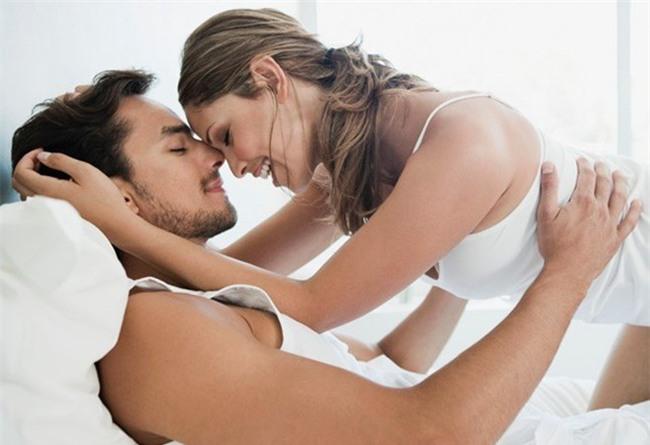 Khóc dở mếu dở khi đọc tâm thư của những ông chồng phải gồng mình lên để chiều vợ sinh lý cao - Ảnh 2.