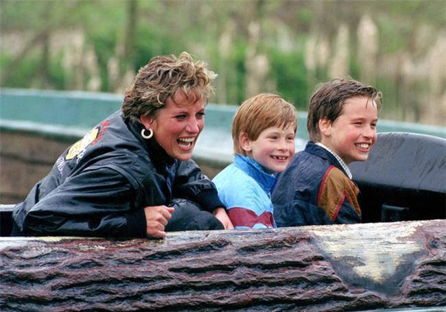 Cách làm mẹ của Công nương Diana vẫn luôn khiến các mẹ khắp thế giới ngưỡng mộ - Ảnh 13.