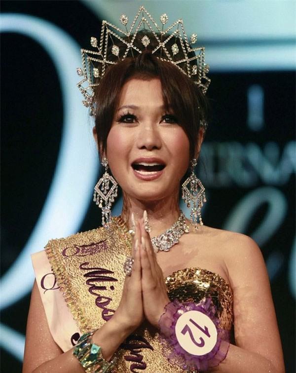 So găng nhan sắc của Hương Giang với 12 cựu Hoa hậu Chuyển giới Quốc tế: Ai hơn ai? - Ảnh 10.